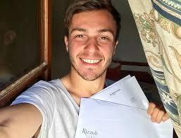 Nicolò Govoni firma il contratto editoriale con Rizzoli